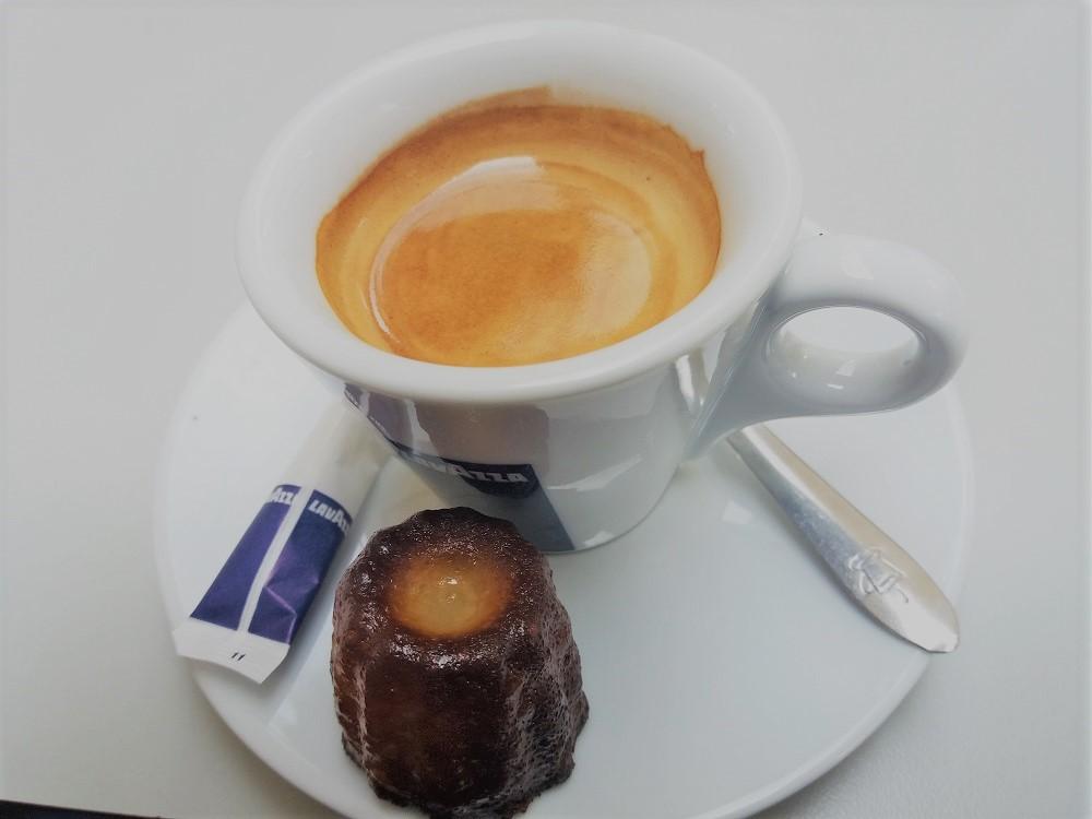 caffè con cannelé al Caffè Français - Bordeaux
