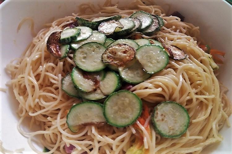 pasta e zucchine per la frittata ammacucena