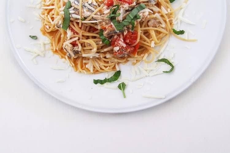 spaghetti alici e pecorino